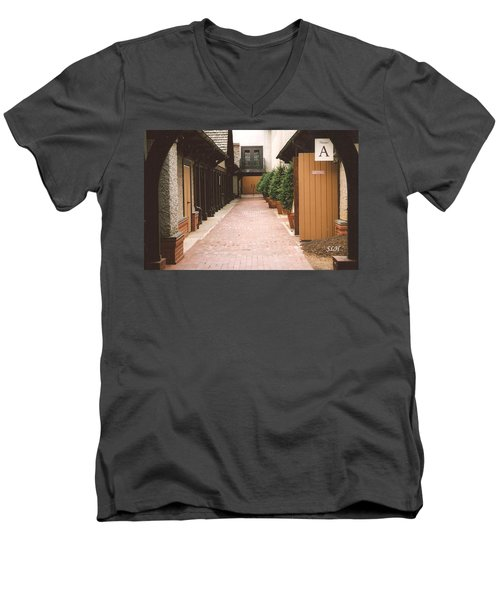 Biltmore Winery Men's V-Neck T-Shirt