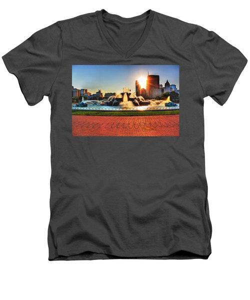 Buckingham Fountain Men's V-Neck T-Shirt