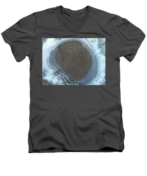 Circling Men's V-Neck T-Shirt