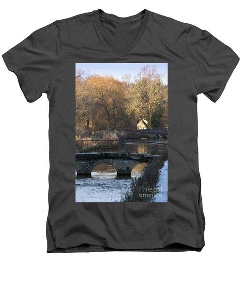 Cotswold River Scene Men's V-Neck T-Shirt