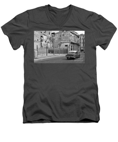Men's V-Neck T-Shirt featuring the photograph Cuban Car by Lynn Bolt