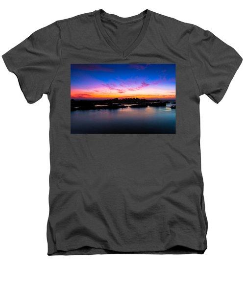 Figures To Sunset Men's V-Neck T-Shirt