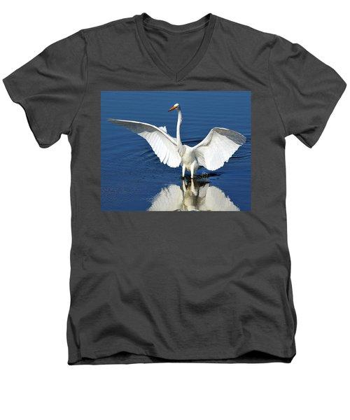 Great White Egret Spreading Its Wings Men's V-Neck T-Shirt