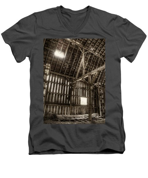 Hay Loft Men's V-Neck T-Shirt
