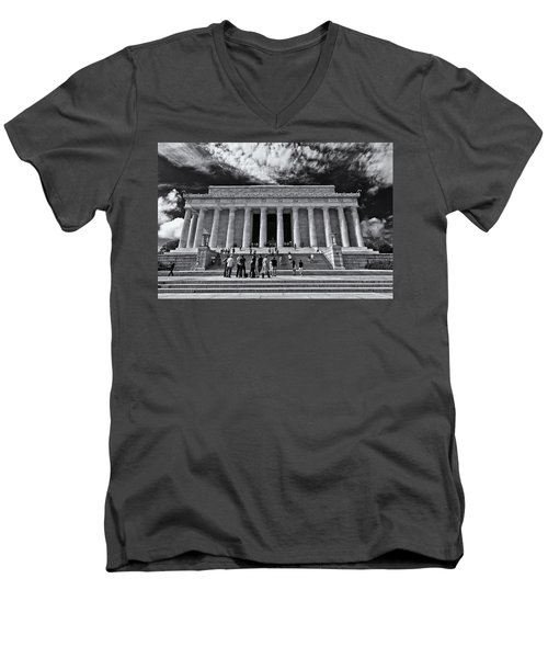 Lincoln Memorial In Black And White Men's V-Neck T-Shirt