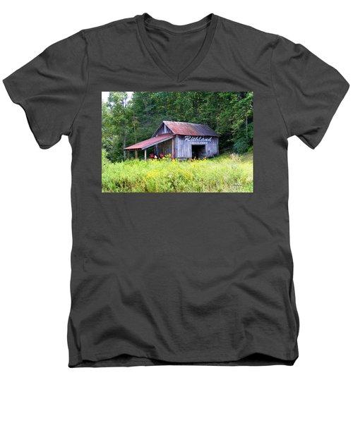Old Barn Near Silversteen Road Men's V-Neck T-Shirt