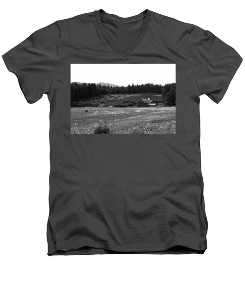 Oregon Farm Men's V-Neck T-Shirt