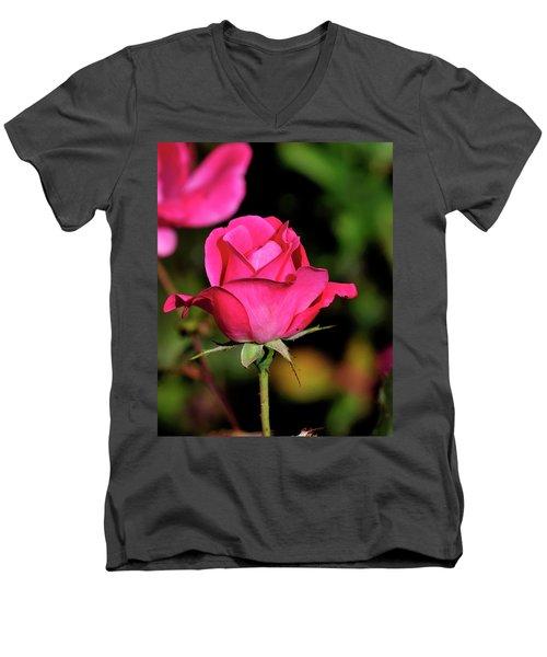 Simple Red Rose Men's V-Neck T-Shirt