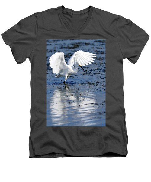 Snowy Egret Fishing Men's V-Neck T-Shirt
