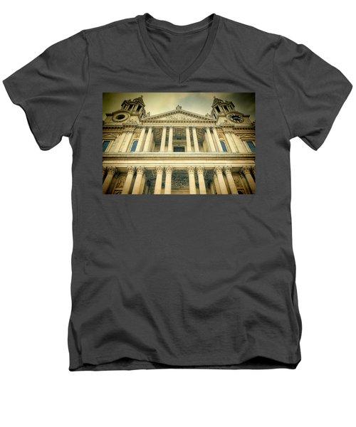 St Pauls Standing Men's V-Neck T-Shirt