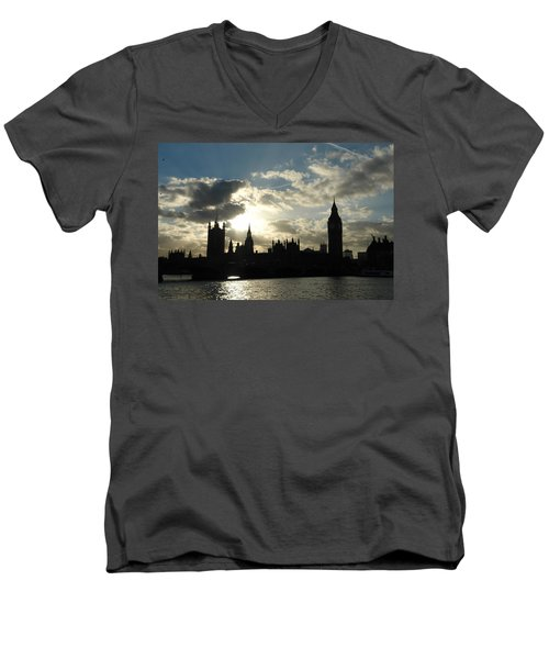 The Outline Of Big Ben And Westminster And Other Buildings At Sunset Men's V-Neck T-Shirt
