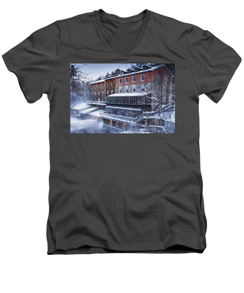 Men's V-Neck T-Shirt featuring the photograph Wakefield Inn by Eunice Gibb