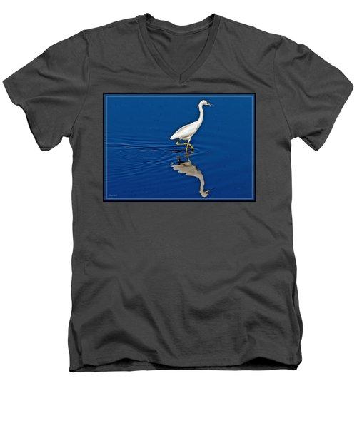 Walking Egret Men's V-Neck T-Shirt