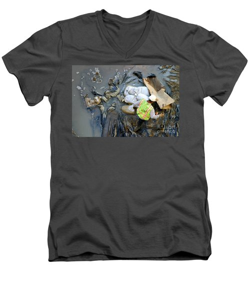 Working The Mud Men's V-Neck T-Shirt