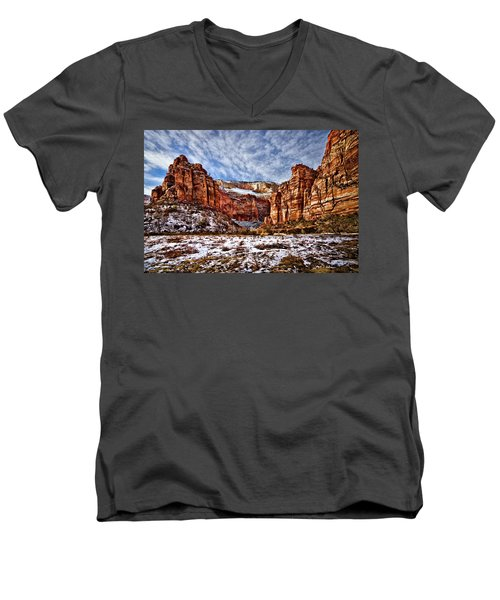 Zion Canyon In Utah Men's V-Neck T-Shirt