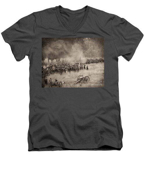 Gettysburg Union Artillery And Infantry 8456s Men's V-Neck T-Shirt