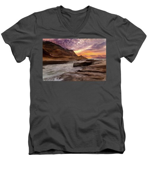 Cape Kiwanda Sunset Men's V-Neck T-Shirt