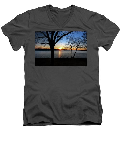 Ford Lake Sunset Men's V-Neck T-Shirt