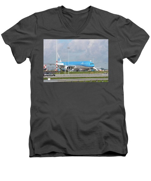 Klm Airplane At Amsterdam Schiphol Airport Men's V-Neck T-Shirt by Hans Engbers