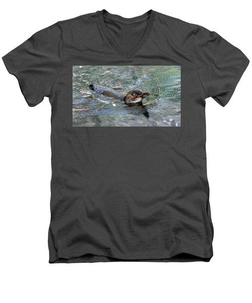 Little Penguin In The Water Men's V-Neck T-Shirt