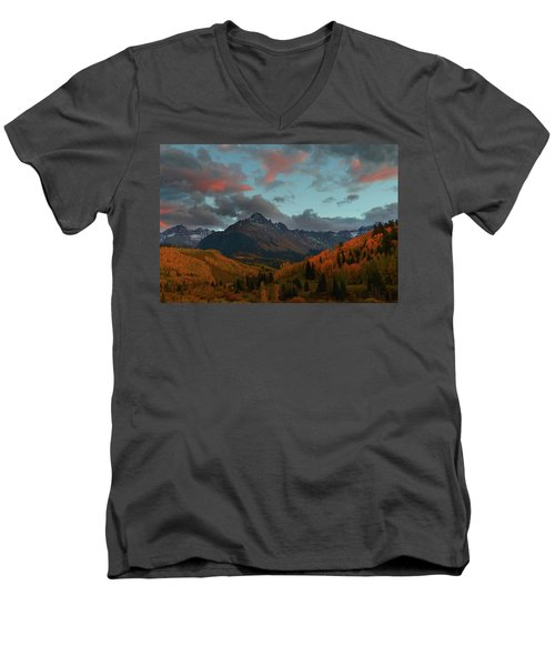 Mount Sneffels Sunset During Autumn In Colorado Men's V-Neck T-Shirt