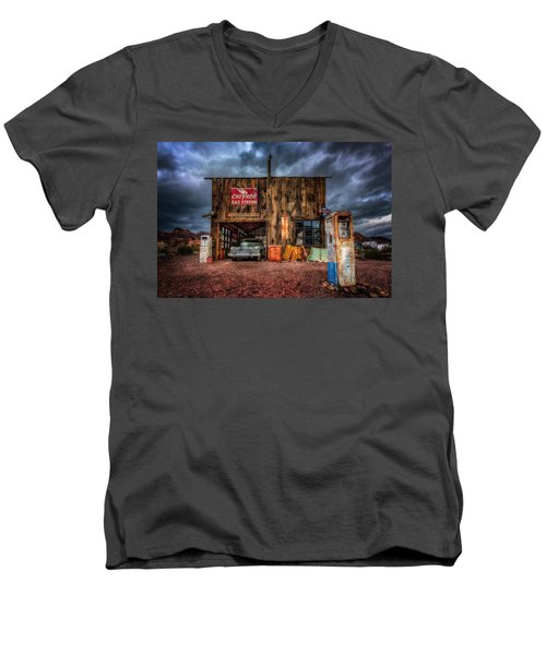 Nelson Nevada, Weathered Garage, Car, And Gas Pump Men's V-Neck T-Shirt