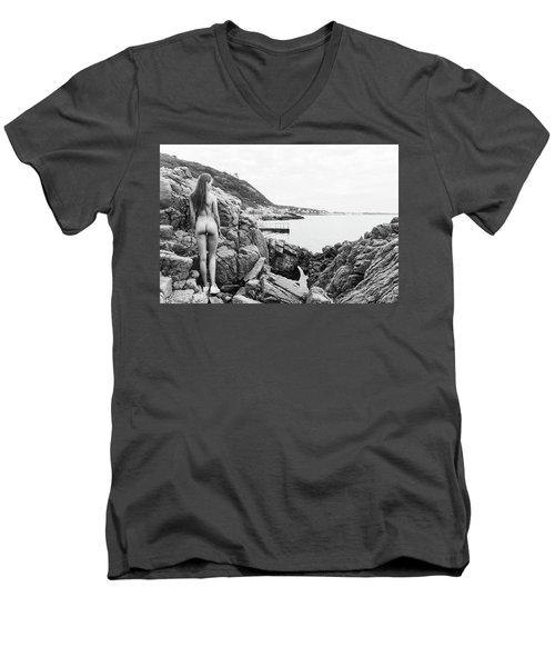 Nude Girl On Rocks Men's V-Neck T-Shirt