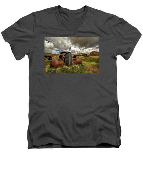 Old Jalopy Bodie State Park Men's V-Neck T-Shirt