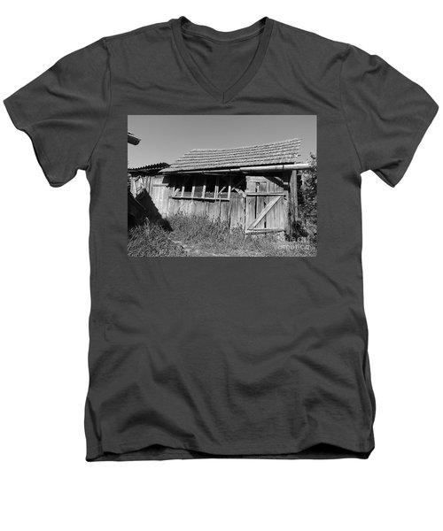 Old Workshop Men's V-Neck T-Shirt