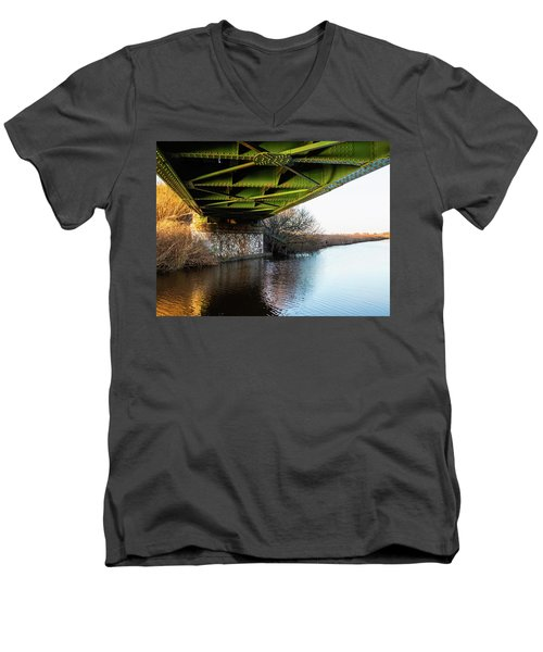 Railway Bridge Men's V-Neck T-Shirt