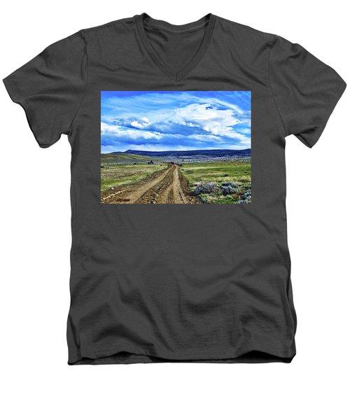 Room To Roam - Wyoming Men's V-Neck T-Shirt by L O C