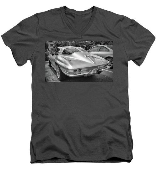 1963 Split Rear Window Coupe Men's V-Neck T-Shirt