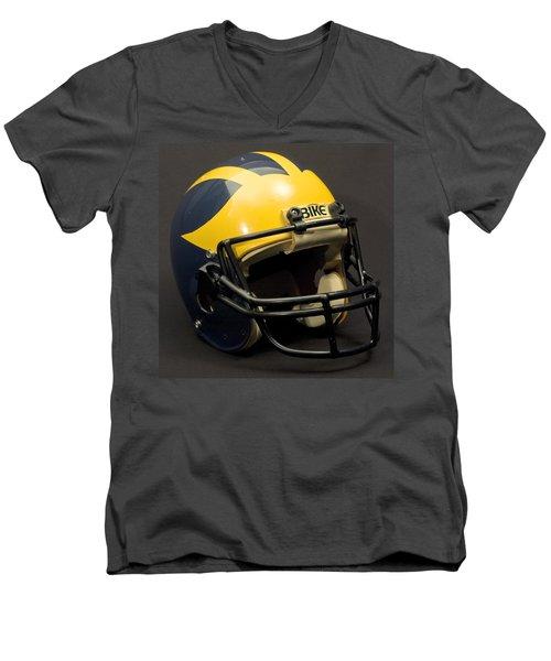 1980s Wolverine Helmet Men's V-Neck T-Shirt
