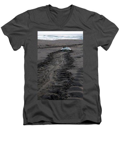 Green Sea Turtle Returning To Sea Men's V-Neck T-Shirt