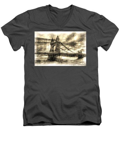 Hammersmith Bridge London Vintage Men's V-Neck T-Shirt