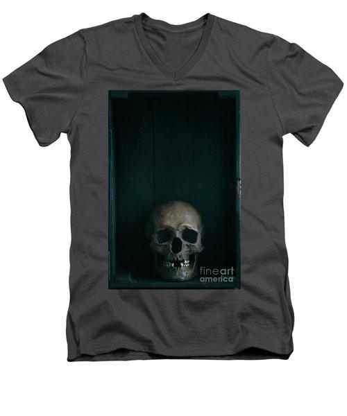 Human Skull Men's V-Neck T-Shirt