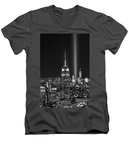 New York City Tribute In Lights Empire State Building Manhattan At Night Nyc Men's V-Neck T-Shirt