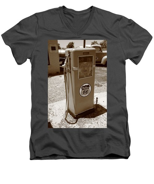 Route 66 Gas Pump Men's V-Neck T-Shirt