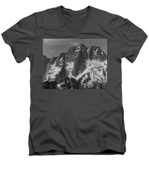 304630 Bw North Face Mt. Stuart Men's V-Neck T-Shirt