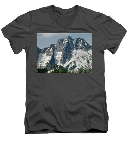 304630 North Face Mt. Stuart Men's V-Neck T-Shirt