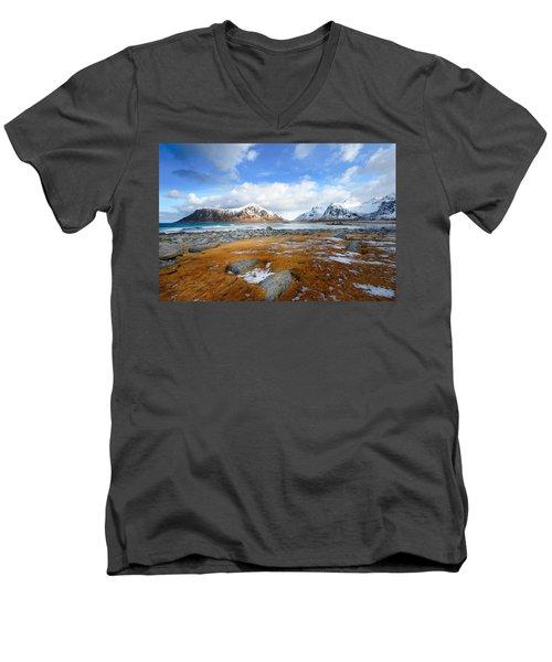 32 Blues Men's V-Neck T-Shirt