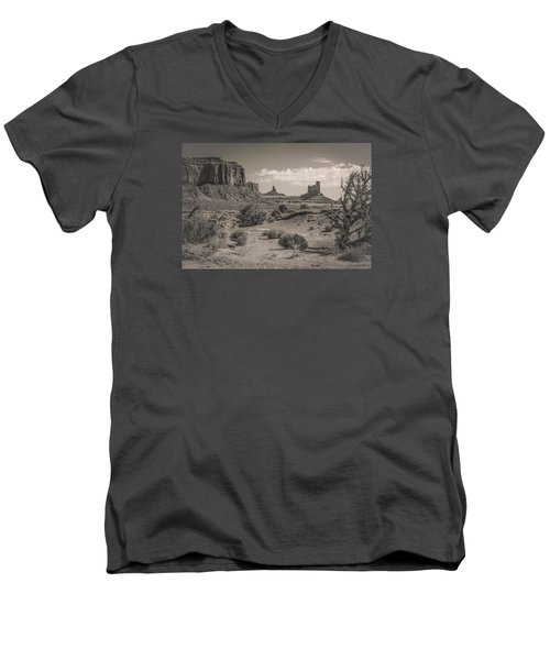#3326 - Monument Valley, Arizona Men's V-Neck T-Shirt
