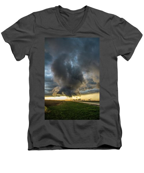 3rd Storm Chase Of 2018 050 Men's V-Neck T-Shirt