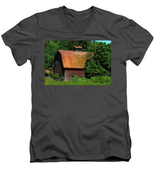 Barns In Pacific Northwest Men's V-Neck T-Shirt