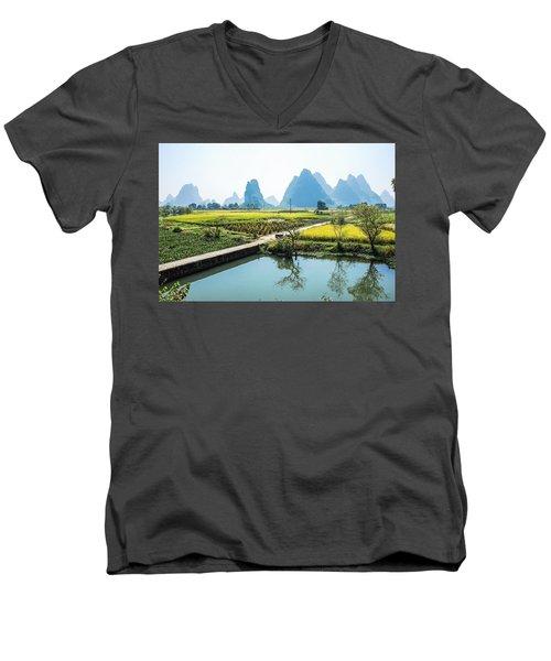 Rice Fields Scenery In Autumn Men's V-Neck T-Shirt