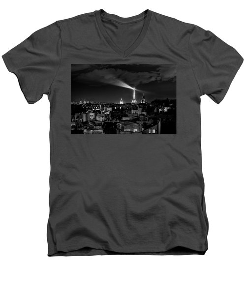 Men's V-Neck T-Shirt featuring the photograph Paris by Hayato Matsumoto