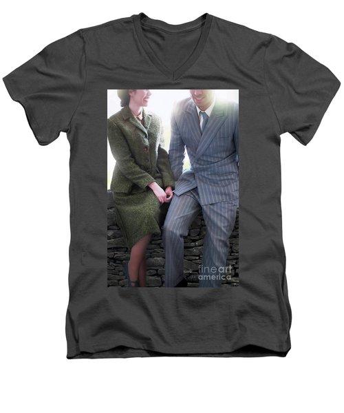 1940s Couple Men's V-Neck T-Shirt