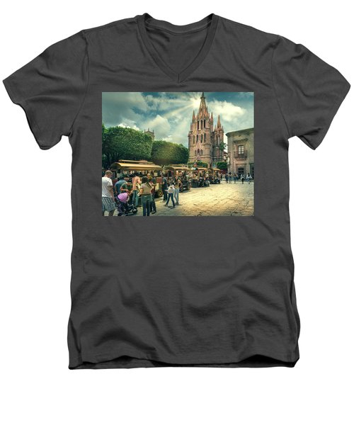 A Day With The Family Men's V-Neck T-Shirt