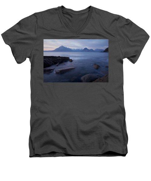 A Gentle Sunset At Elgol  Men's V-Neck T-Shirt