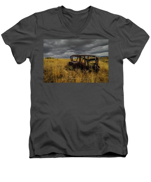 Abandoned Auto Men's V-Neck T-Shirt